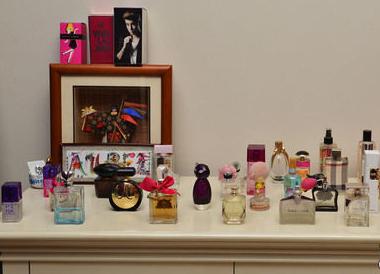 Cara Menyimpan Parfum Agar Tetap Awet dan Aromanya Terjaga - pewangilaundry.co.id