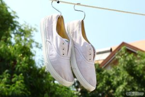 Cara Mencuci Sepatu - PewangiLaundry Tips Mencuci Sepatu