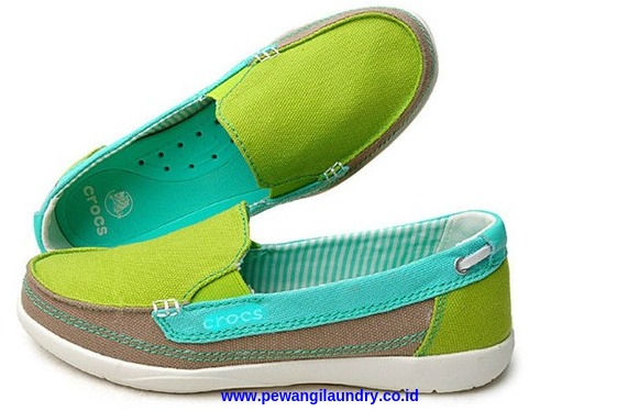Cara Mencuci Sepatu Crocs