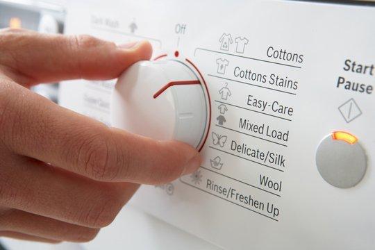 Cara Menggunakan Mesin Pengering Pakaian Yang Benar - Pewangi Laundry