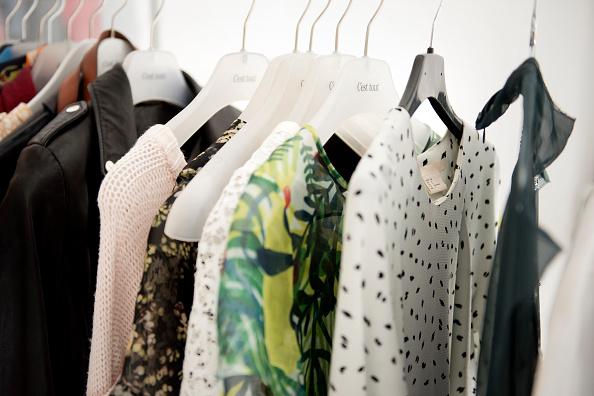 Cara yang harus diperhatikan saat merawat pakaian - Pewangi laundry
