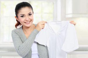 8 Tips Merawat Baju Putih Tetap Menjadi Putih - Pewangi Laundry Freshlab