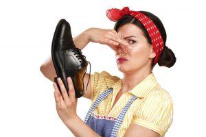 Tips-Menghilangkan-Bau-Sepatu-Pewangi-Freshlab