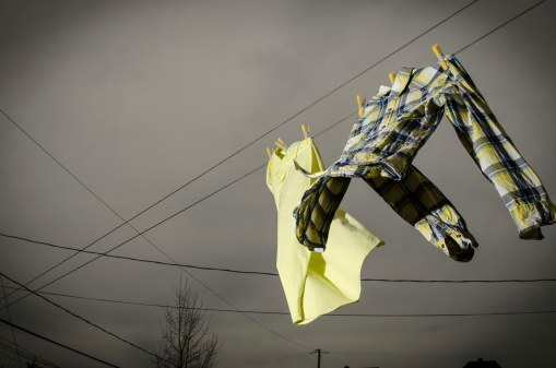 Tips Menjemur Pakaian Agar Tidak Diterbangkan Angin