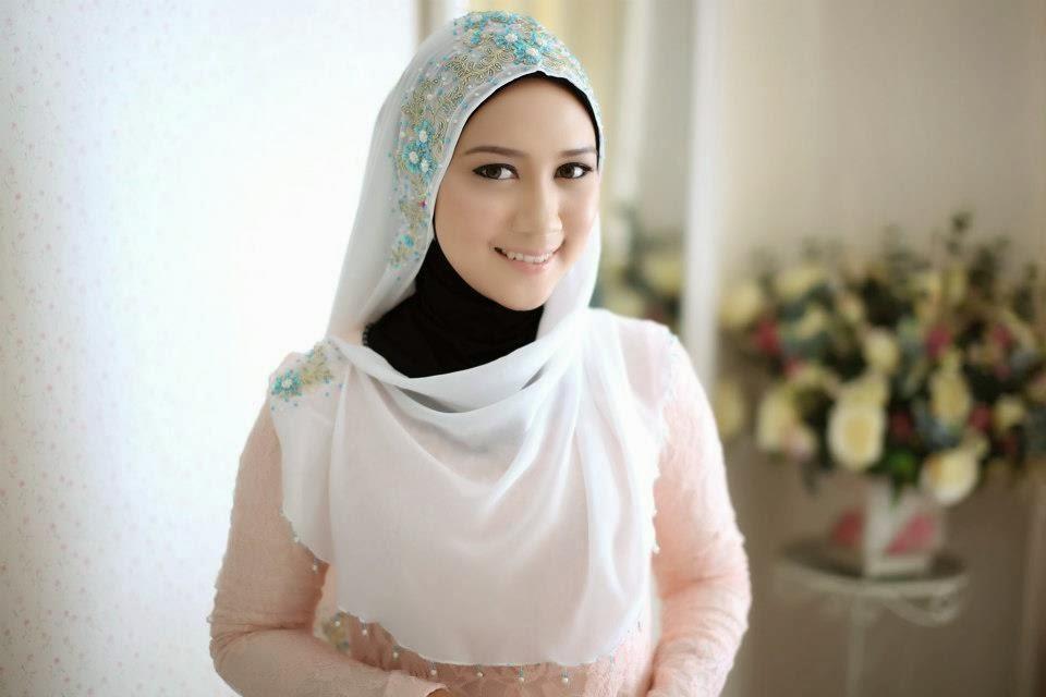 5 Cara Mencuci Jilbab Putih
