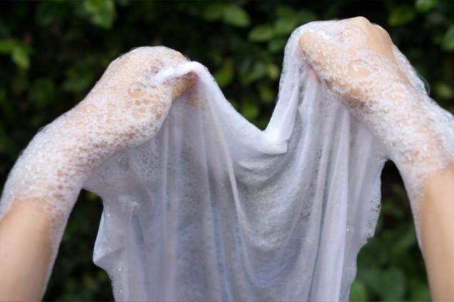 Tips Mencuci Pakaian Secara Manual Pakai Deterjen